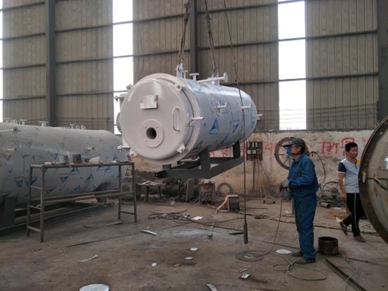 性能优势 1、 不同燃料适性强 设备与上炉体分开设计,可根据固体燃料不同性质单独设计炉膛结构; 2、 炉排结构多样性 本结构炉排有固定及活动两种形式,根据燃料性质可采人工或机械上料。 3、 大直室 锅炉室由立式大直圆盘管组成,盘管结构有串联或并联,燃料空间足,完全,热效率高。 4、 佳盘管设计 炉、外螺旋盘管采多头、小管钢管制成,盘管热性能好、力低、可靠。 5、佳流程设计 烟气三回程,介质流经内、外盘管,流速均匀,运行、。 6、 力充足 受热面布置合理,面积大、传热效果好,效率高,力、充足。 7、自动控