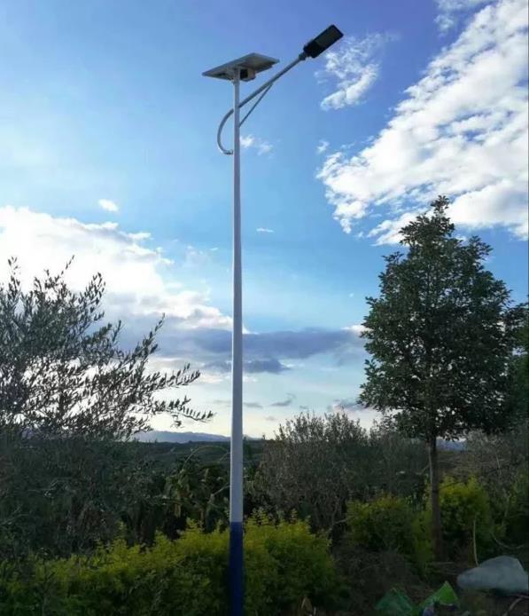 湛江徐闻县太阳能路灯价格含基础多少钱一套图片