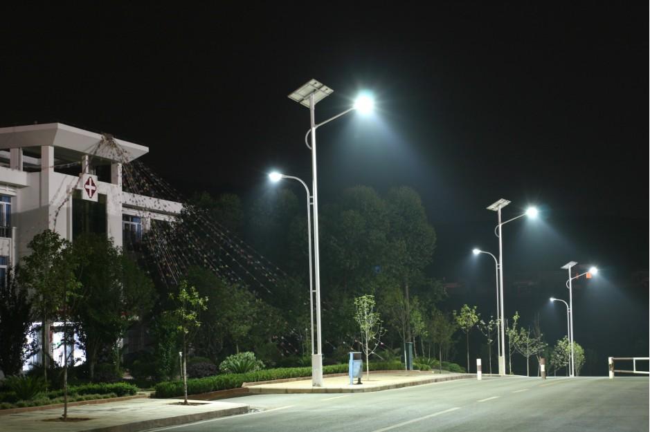 昆明太阳能路灯多少钱报价表