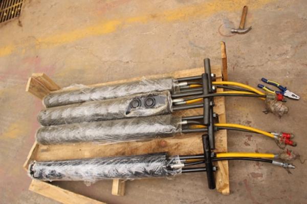 液压升降平台分为:四式升降平台,牵引式升降平台,汽车改装式升降平台图片