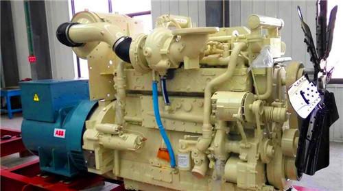 三摇臂轴和摇臂之间间隙太大:检查气门室内情况,必要时换上新零件.图片