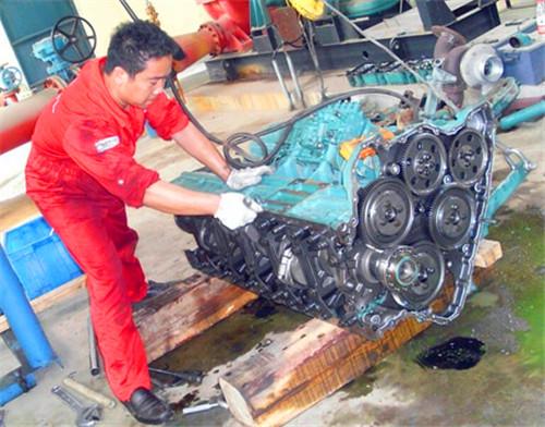 输油泵增压器水泵凸轮轴活塞环缸套阻水圈气缸垫机油泵增压器volvo.图片