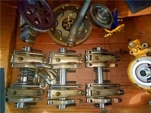 5,润滑系统:主要由机油泵,机油滤清器,油压表及有关油道组成.图片