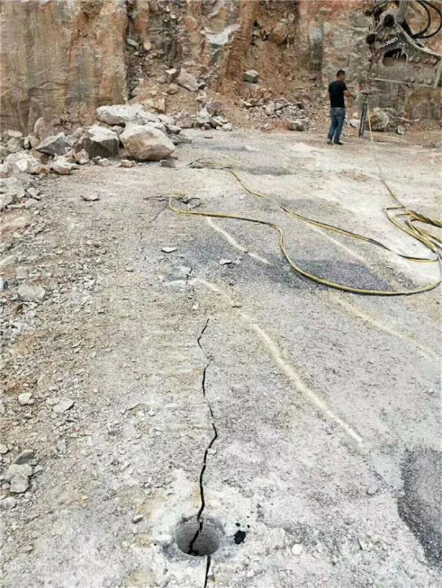 定向劈裂棒矿山岩石液压裂石机