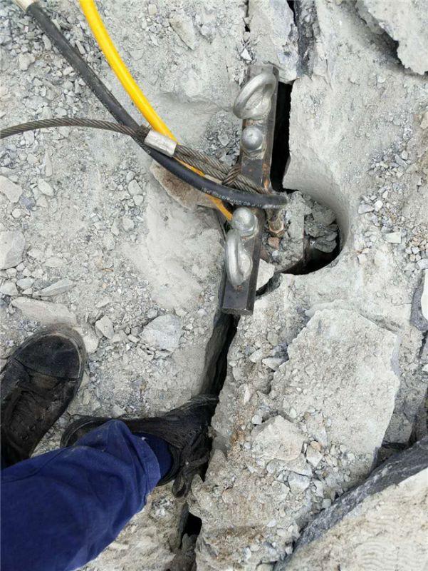 阅读更多关于《荒山开采硬石头150劈裂设备岩石撑裂器专破硬石防城港》