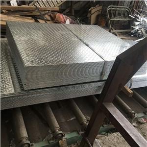 哈中二期输油瞥道,在阀室安装镀锌圆钢及扁钢作为接地网并