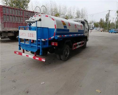 二手吸粪车主要有农用三轮车,真空泵,罐体组成,三大部件