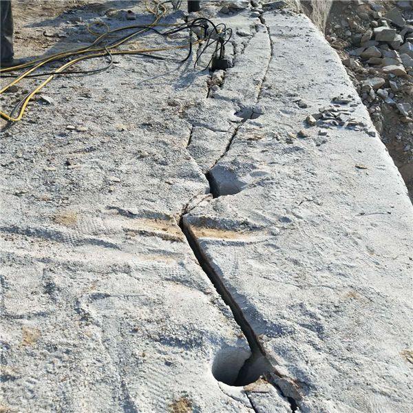 修路石头硬打不动怎么劈石能出方石头