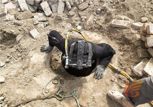 新闻:雅安市导流洞水下封堵—(水下管道堵漏)