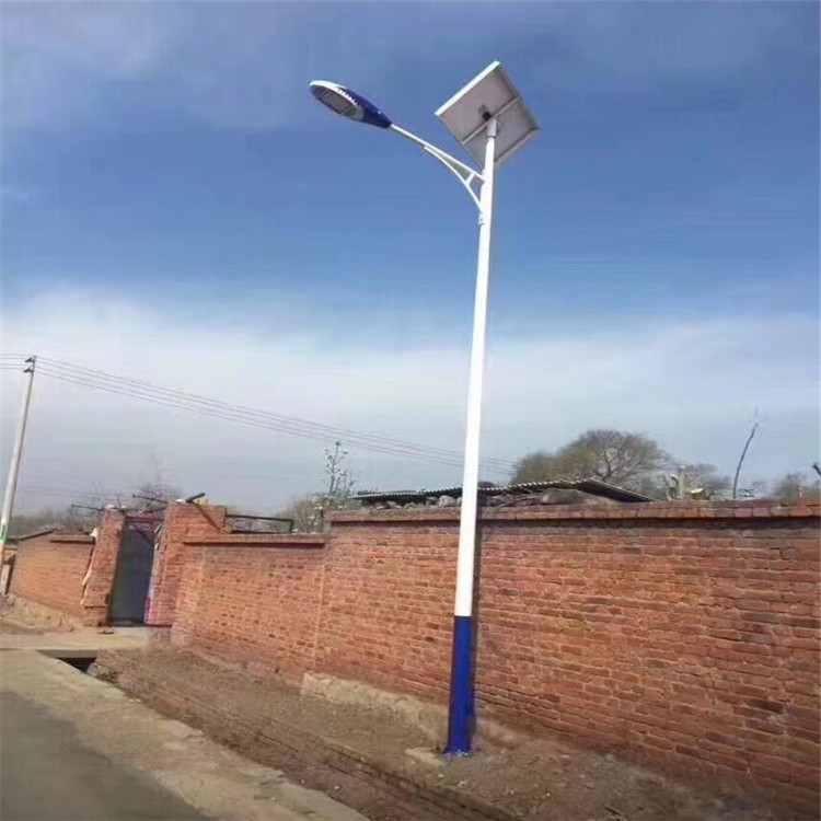 常州大功率太阳能路灯厂家-led太阳能路灯厂家参数: 太阳能路灯价格多少,太阳能路灯多少钱一套,太阳能路灯厂家,质优价廉的太阳能路灯,性价比高的太阳能路灯太阳能路灯是以太阳能作为电能供给用来提供夜间道路照明,灯杆与电池组件一体化设计,具有抗风能力,内部采用智能化充放电和微电脑光。 还应查看导线是否经过3C认证,二,检查产品信息是否完整优质产品的商标印刷质量好,即便用软湿布擦拭,也不会轻易被擦掉,杨征提醒,可查看标记的字体/图案是否清晰可变,牢固耐磨(擦不掉),位置是否正确等,而一个灯具完整的标记信息应该