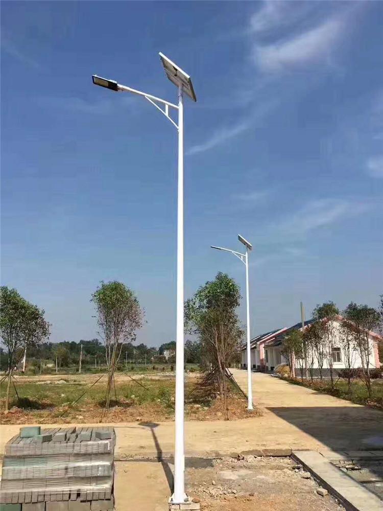 云南省曲靖市太阳能路灯厂家价格图片