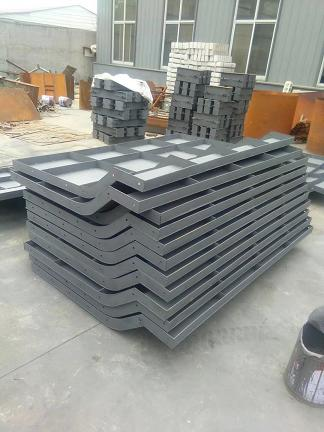 亚博:召陵井体钢模具注意事项