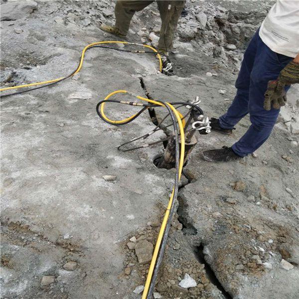 湖北汉口土石方工程破裂硬石头设备用劈裂机操作视频