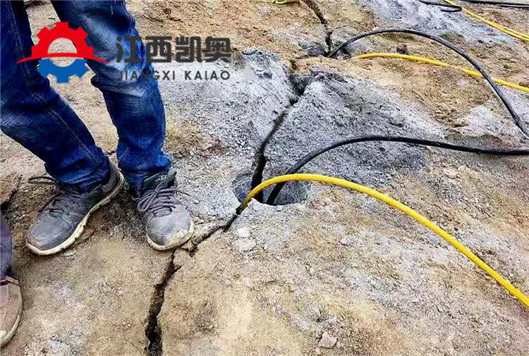 錫林郭勒液壓劈石機工作視頻
