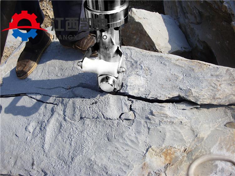 亚博:马鞍山挖机带液压劈裂机照片