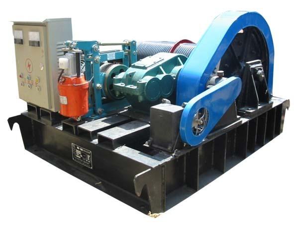 放钢索从而带动升降的机械(图2),也叫做钢丝绳固定式卷扬机.