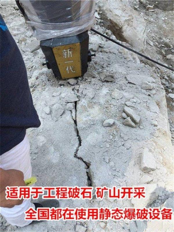 河南礦用劈裂機開采石頭設備產量有多少