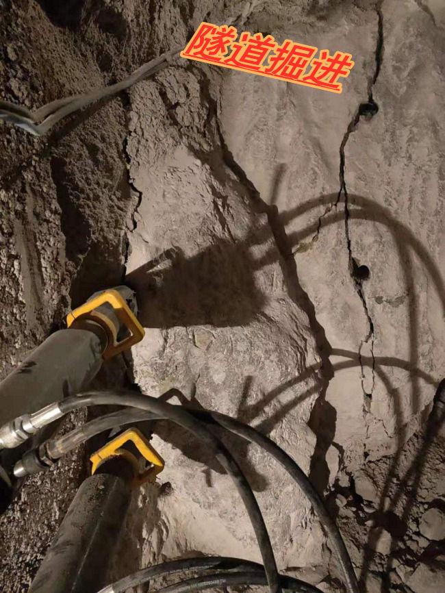 新疆石坑道取代大挖机液压劈石机哪家好