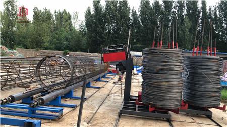 锥度缩管机采用冷锻方法锻缩和拔长管件成圆柱体或锥体.