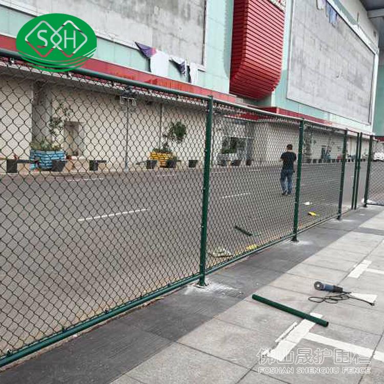 阳江球场围栏网 绿化带勾花护栏 江门学校球场围栏施工