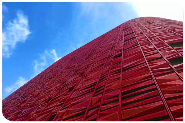 中心v大气楼高5层,对比现代大气建筑典雅布局,建筑对称,稳重,经典.室内设计前后采用图图片