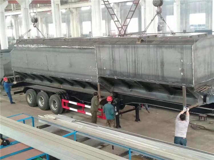 新款天锦饲料运输车生产厂家地址