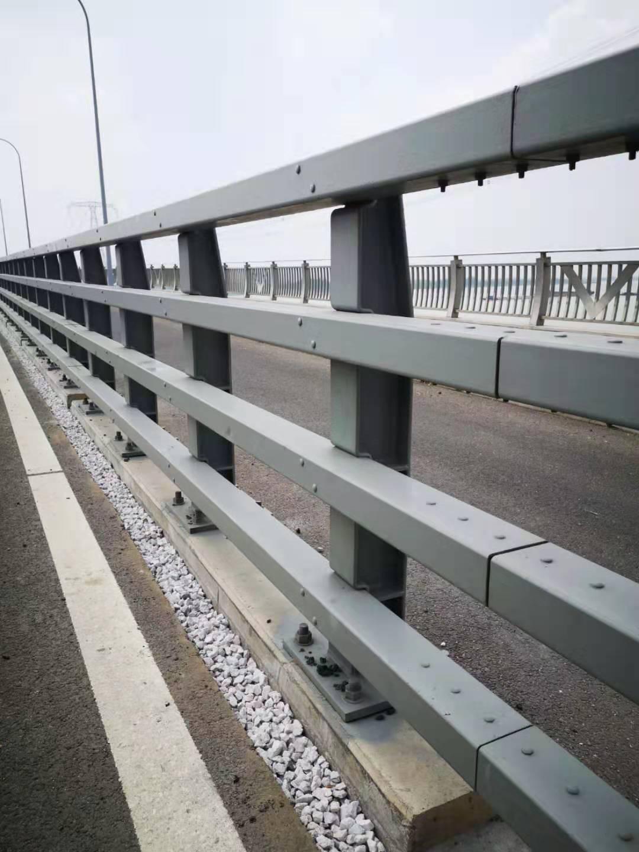 辽宁辽阳不锈钢碳素钢复合管桥梁栏杆价格多少/发货及时图片