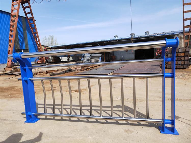 山东泰安碳素钢防撞桥梁护栏环保美化环境图片