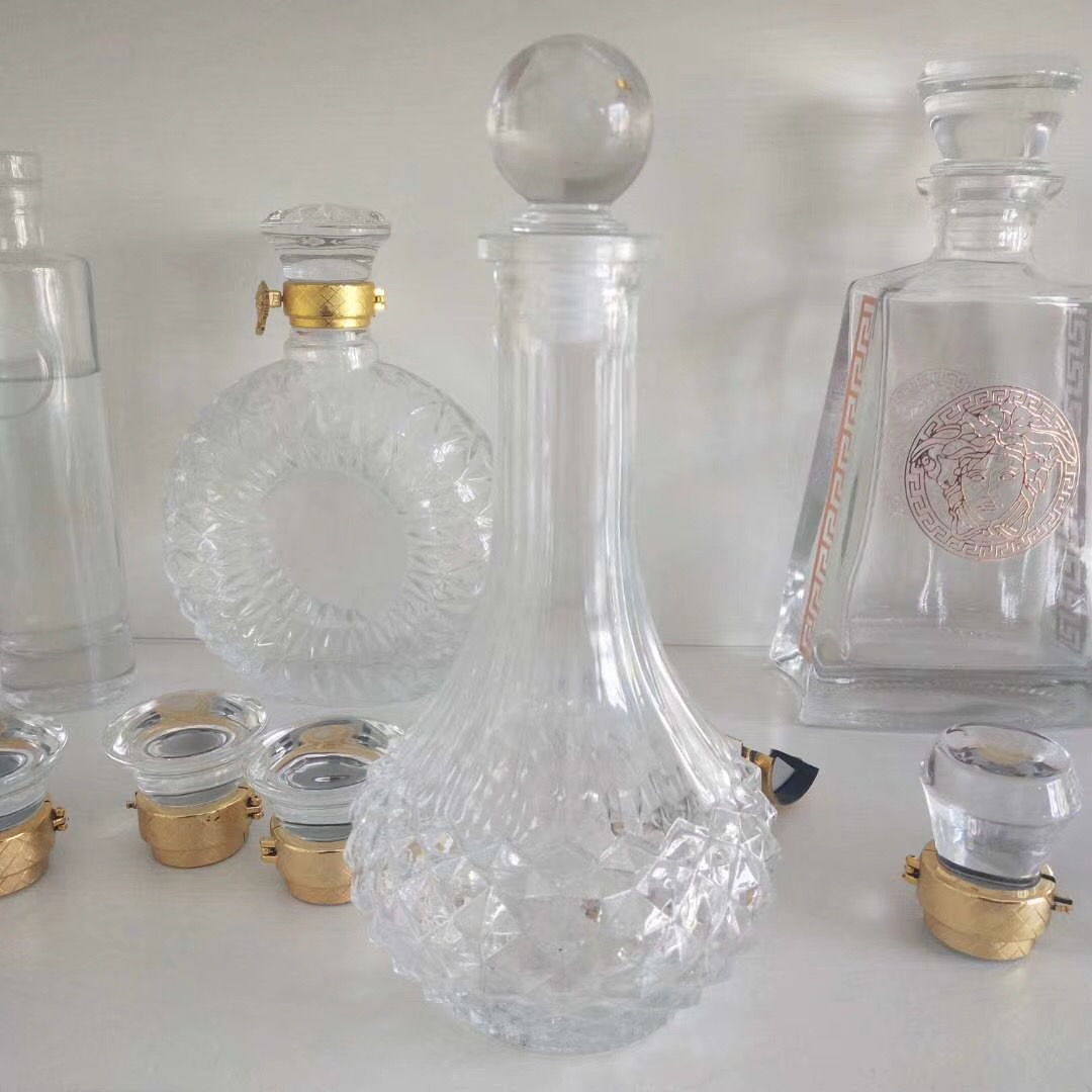 峨眉山酒瓶价格 彩色酒瓶制造厂 大气酒瓶 晶白料酒瓶 xo酒瓶 水晶酒瓶