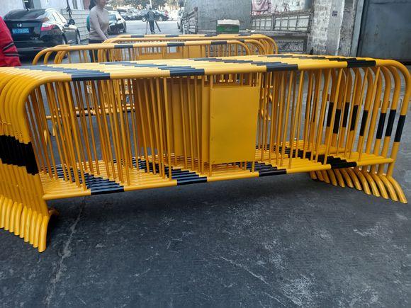 隔离防护栏。铁马护栏