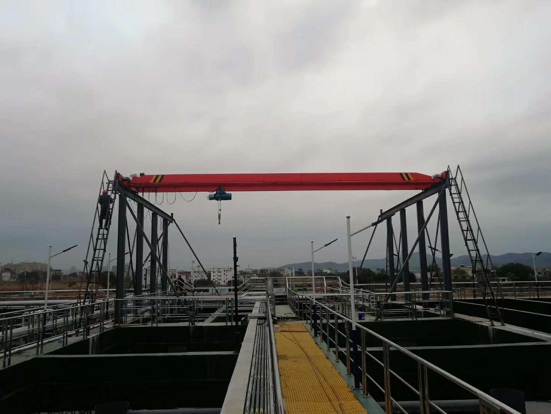 集装箱翻转机,小型移动行吊,20吨桥式起重机价格