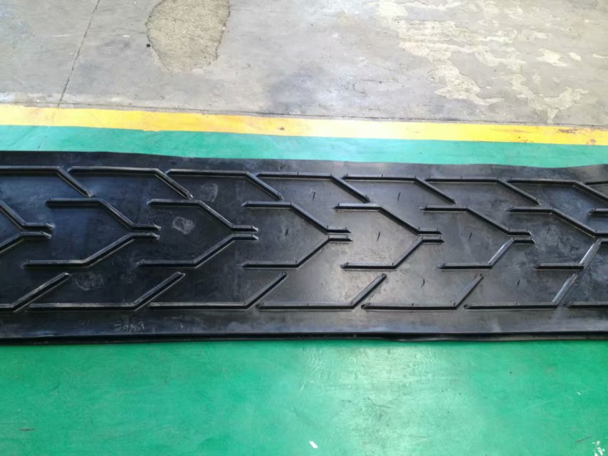 广州2米宽凸人字输送带厂家价格——质量保证