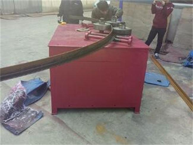 阿克苏WGJ-250型双减双辊液压冷弯成型机使用